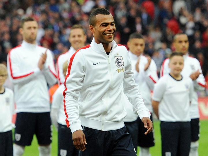 Экс-игрок сборной Англии Эшли Коул объявил о завершении карьеры