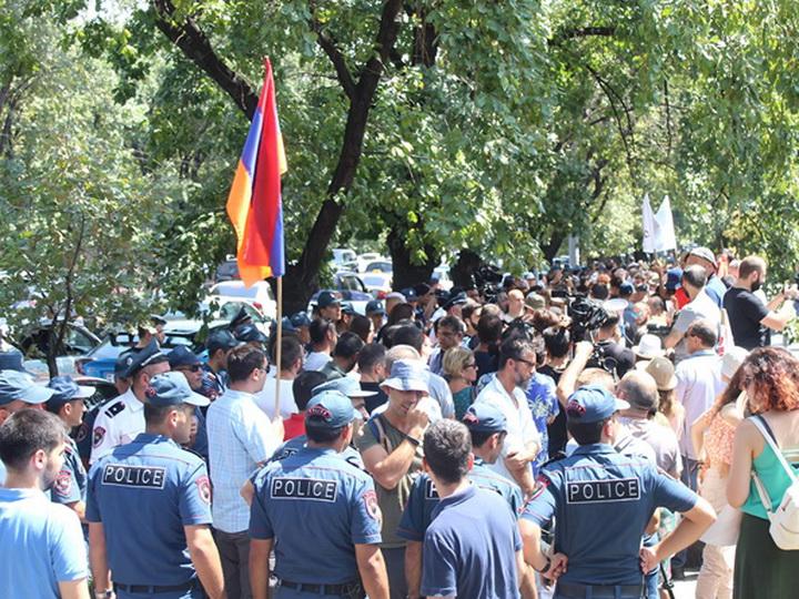Акция в Ереване - полиция применила силу