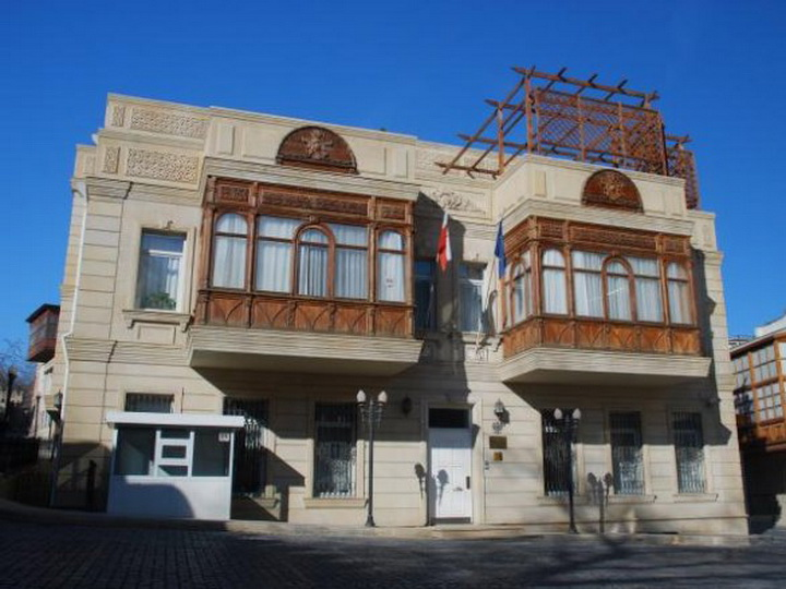 Посольство Польши в Баку вновь обвиняют в бесчеловечном обращении с гражданами
