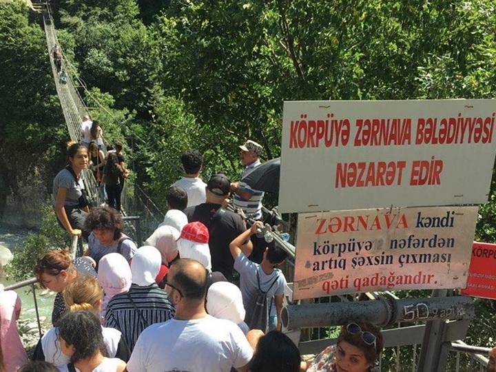 Очередное ноу-хау: Вход на мост в Исмаиллы платный - ФОТО