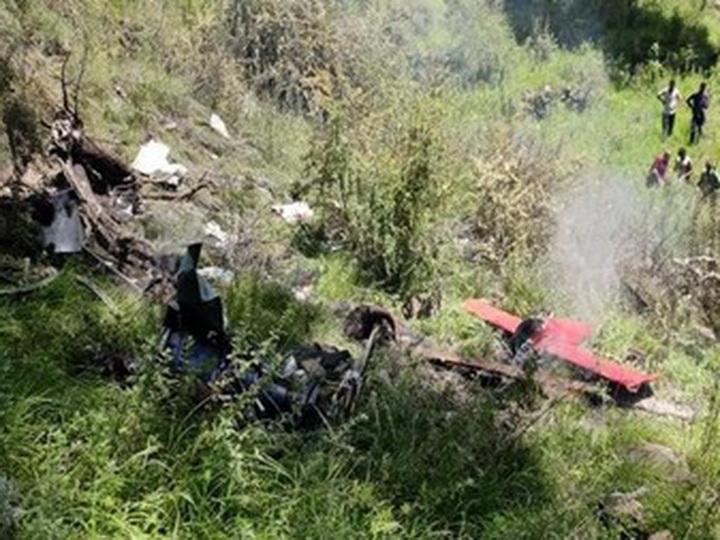 В Индии три человека погибли при крушении вертолета с гумпомощью