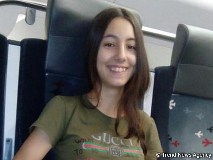 В Баку 15-летняя школьница села в черную машину и исчезла - ФОТО