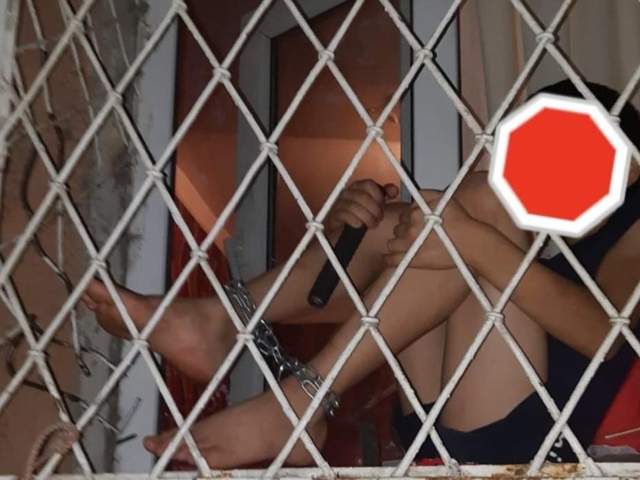 Возбуждено уголовное дело в отношении матери, посадившей ребенка в Баку на цепь - ФОТО - ОБНОВЛЕНО