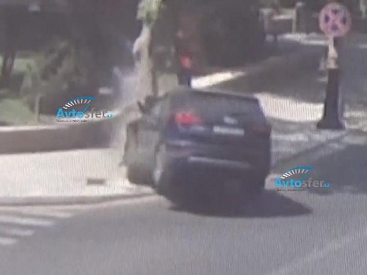 «Проехала на желтый»: В центре Баку трагически погибла мать троих детей - ВИДЕО