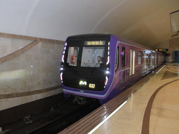 Бакметрополитен запустил на линии еще два состава суперсовременных вагонов - ФОТО