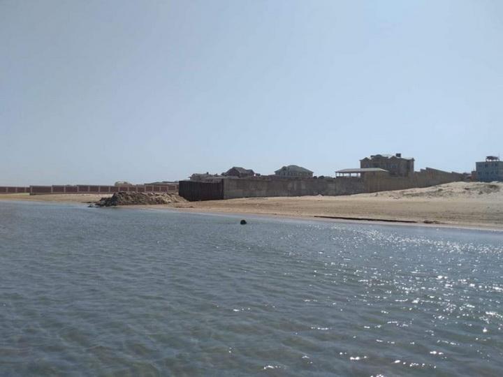 Неисправимые: Владельцы миллионных вилл вновь преградили бакинцам доступ к морю - ФОТОФАКТ