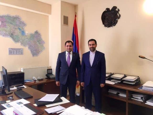 İran səfiri Yerevanda Dağlıq Qarabağ da daxil olmaqla Ermənistanın xəritəsi fonunda şəkil çəkdirib – FOTO