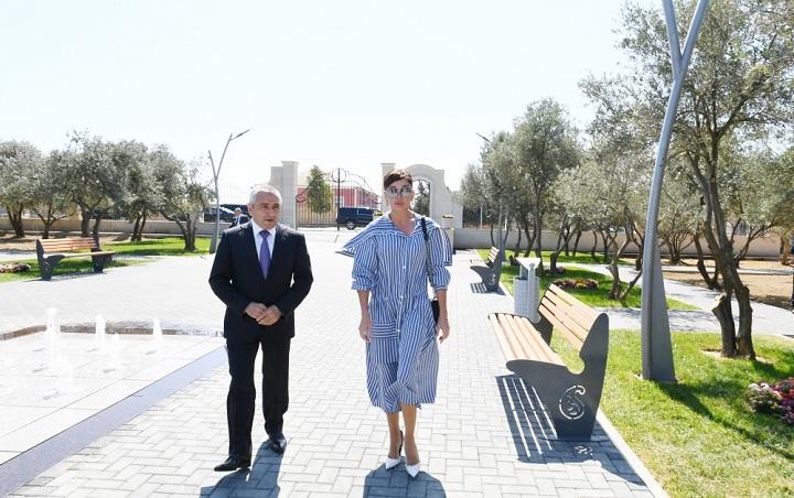 Mehriban Əliyeva Kürdəxanıda yeni yaradılan istirahət parkı ilə tanış olub - FOTO - YENİLƏNİB