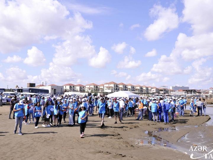 В связи с Международным днем очистки побережья проведено мероприятие по очистке общественного пляжа - ФОТО