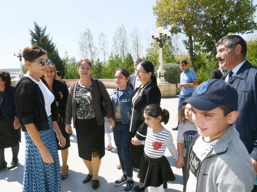 Посещение памятника великому лидеру в Шамахе - ФОТО