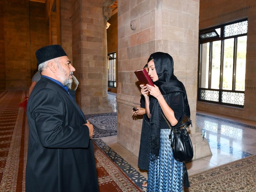 Первый вице-президент Мехрибан Алиева посетила шамахинскую Джума-мечеть - ФОТО