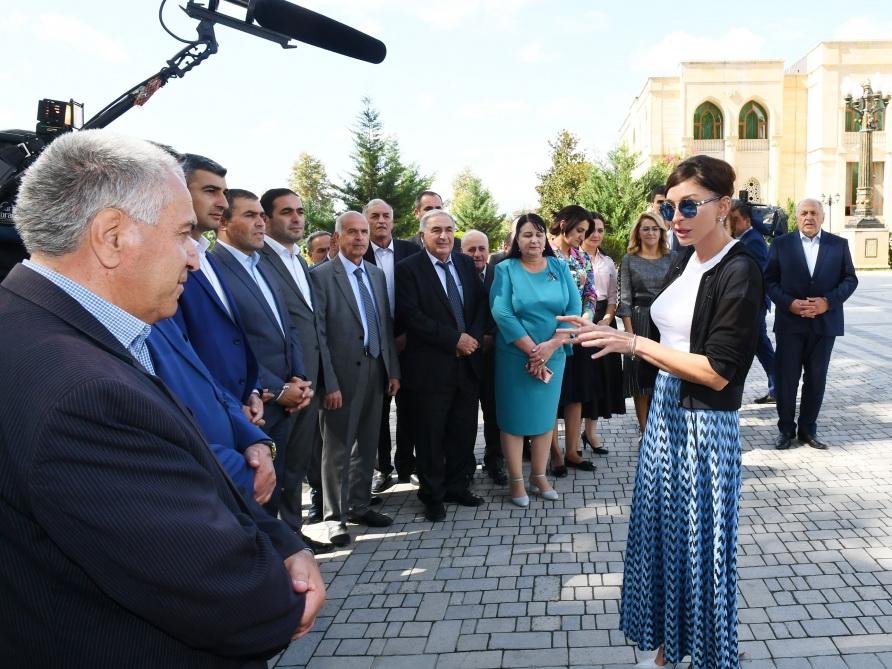 Посещение памятника великому лидеру Гейдару Алиеву в Исмаиллы - ФОТО