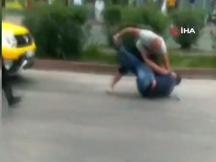 В Турции на улице пытались зарезать азербайджанца - ВИДЕО