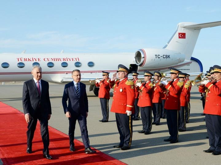 Вице-президент Турецкой Республики прибыл с официальным визитом в Азербайджан - ФОТО
