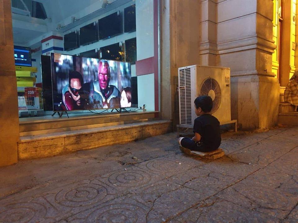 Мультик на витрине: как сложилась судьба ребенка из Баку, фотография которого потрясла тысячи людей? - ФОТО
