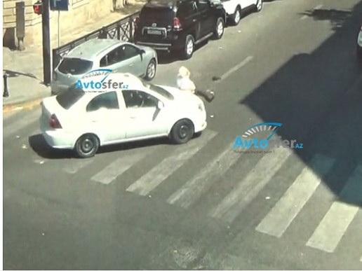 Смертельный наезд таксиста на пожилого мужчину на пешеходном переходе в Баку – ВИДЕО