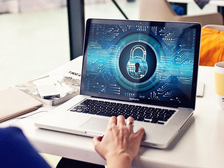 В Милли Меджлисе предложили создать механизм контроля над Интернетом