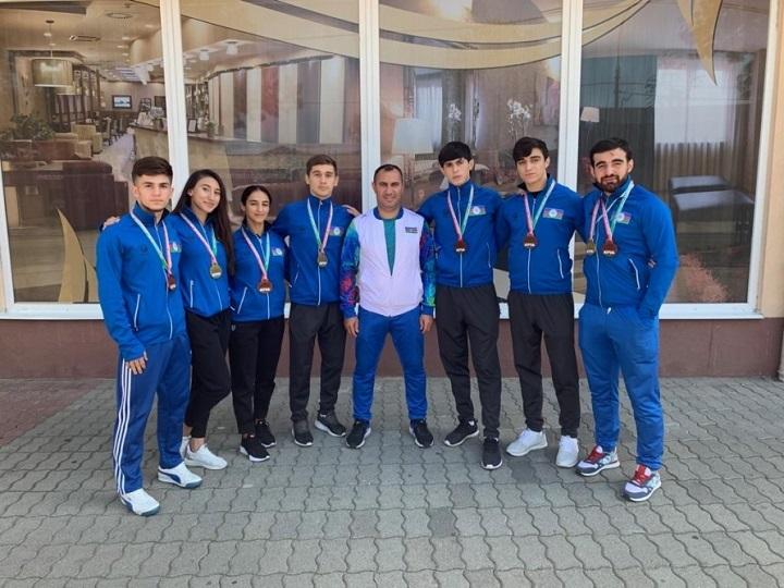 Karateçilərimiz Macarıstandan vətənə 8 medalla dönüb