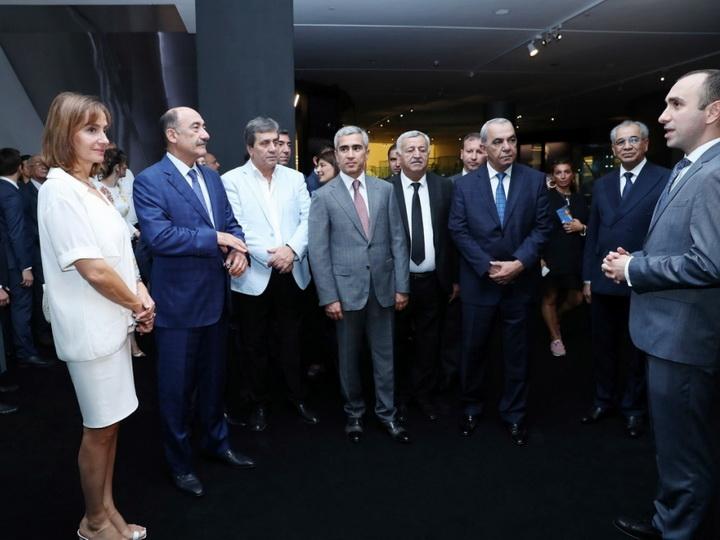 В Центре Гейдара Алиева открылась выставка уникальных музыкальных инструментов народов мира - ФОТО