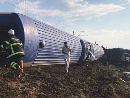 В Турции сошел с рельсов скоростной поезд – есть погибшие