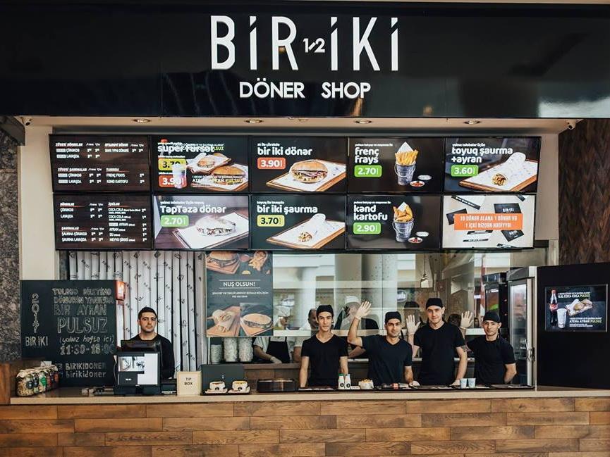 В Баку донерную Bir-Iki обвиняют в отравлении клиентов - ФОТО