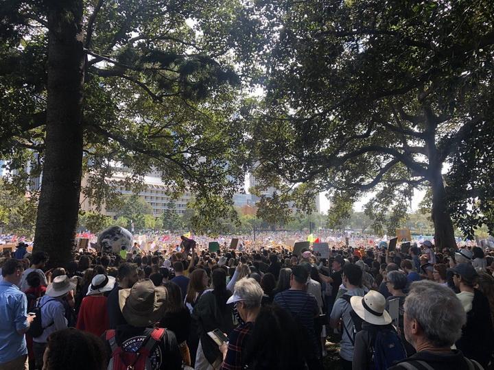 Около трехсот тысяч австралийцев вышли на климатический митинг - ФОТО