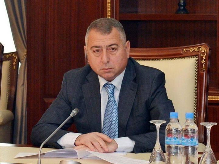 В Азербайджане депутат заложил свое служебное удостоверение взамен на кредит