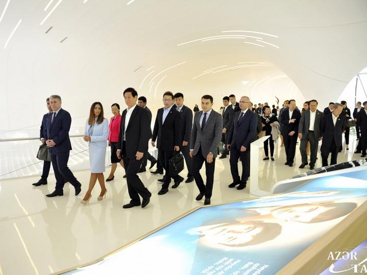 Китайская делегация ознакомилась с Центром Гейдара Алиева - ФОТО