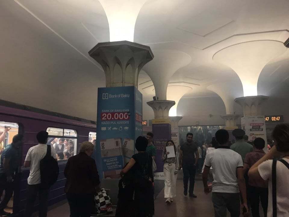 В Бакметрополитене произошло ЧП, станцию заволокло дымом – ВИДЕО