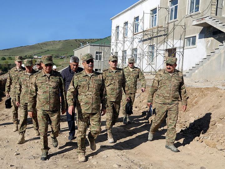 Министр обороны Азербайджана посетил прифронтовую зону - ФОТО