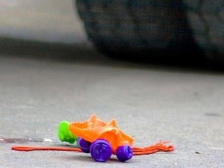 В Баку грузовой автомобиль сбил 10-летнего ребенка