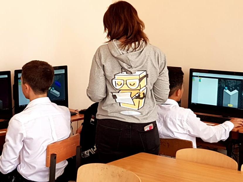 В мероприятии «Час кода» в Сумгайыте приняли участие более 450 учеников - ФОТО