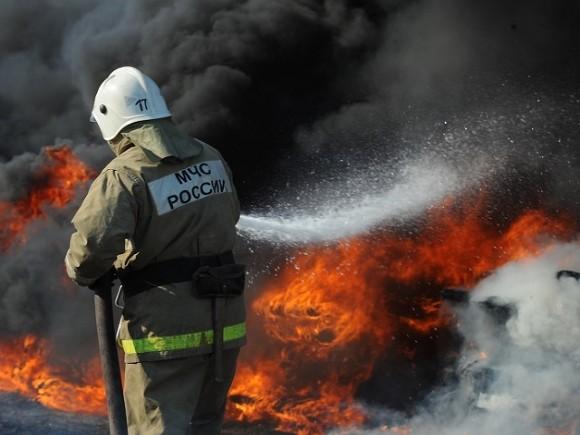 На северо-западе РФ горит нефтеперерабатывающий завод