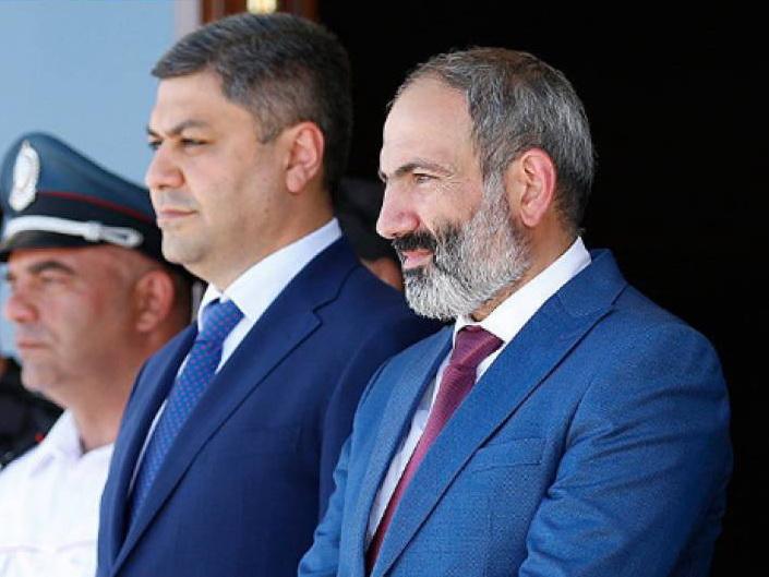 «Кодекс чести по-армянски»: Почему Пашинян и его бывший соратник выливают друг на друга ушаты грязи