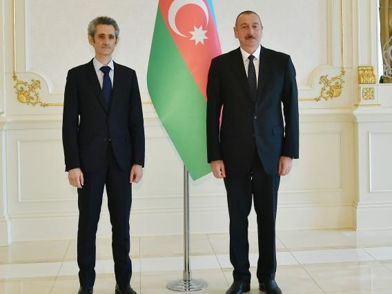Президент Ильхам Алиев принял верительные грамоты новоназначенного посла Франции в Азербайджане - ФОТО