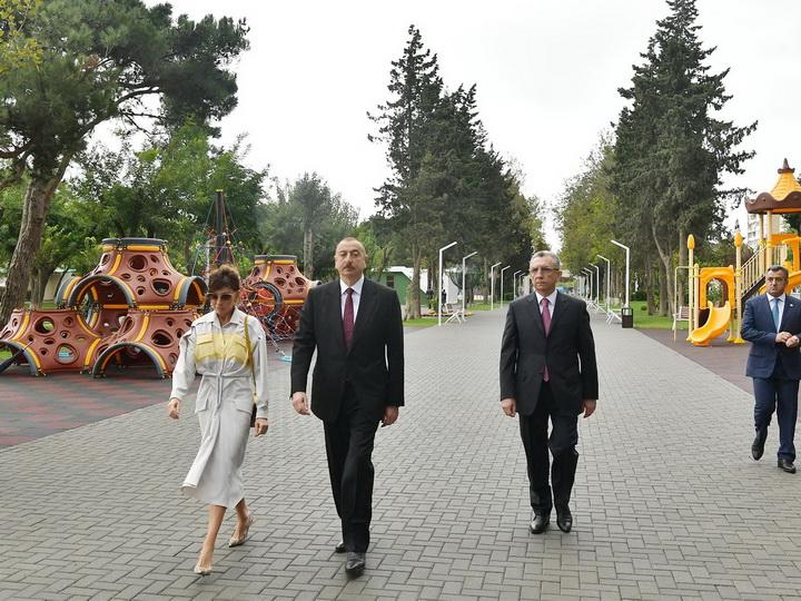 Ильхам Алиев ознакомился с созданными после капитальной реконструкции условиями в парке на проспекте Ататюрка - ФОТО