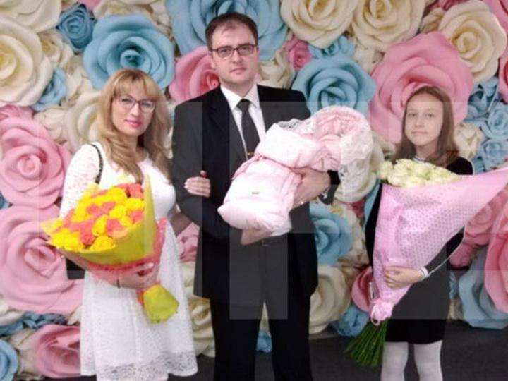 Cупруги из Азербайджана назвали своего ребенка Россией - ФОТО