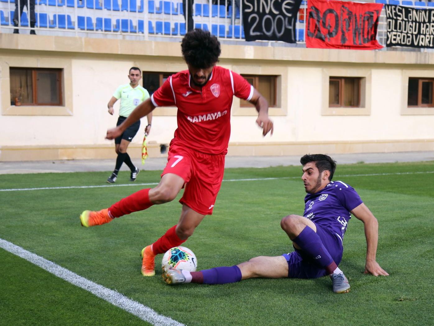 Полузащитника сборной Азербайджана не пустили во Францию