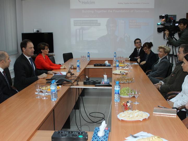 Президент Совета кантонов Швейцарии посетил цементный завод Holcim Азербайджан – ФОТО