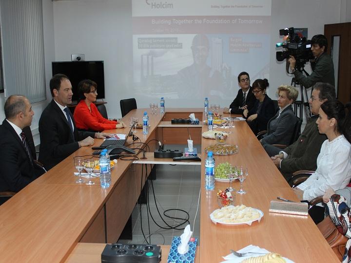 İsveçrə Konfederasiyası Kantonlar Şurasının Prezidenti Holcim Azərbaycan sement zavodunu ziyarət edib – FOTO
