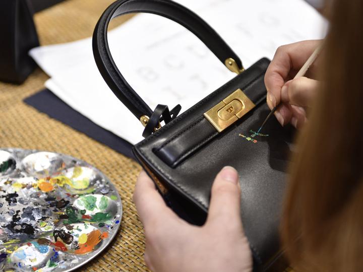 Она станет вашей самой любимой: уникальная сумочка от Tory Burch - ФОТО
