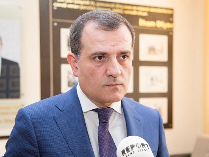 Джейхун Байрамов сделал строгий выговор директору школы из-за старшеклассников