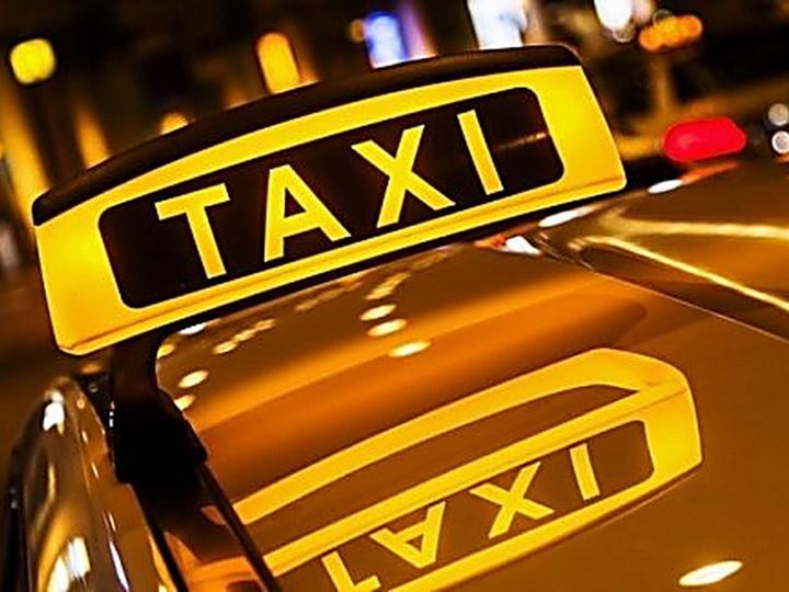 В Баку таксист напал на женщину