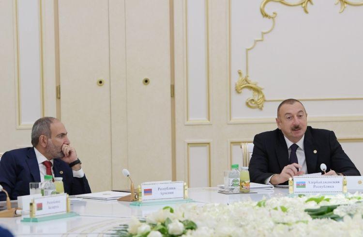 «КоммерсантЪ»: Пашинян после речи Ильхама Алиева выглядел не лучшим образом