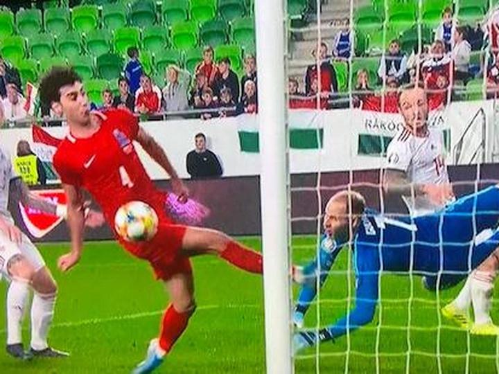 Судья из Голландии не засчитал чистый гол сборной Азербайджана - ВИДЕО
