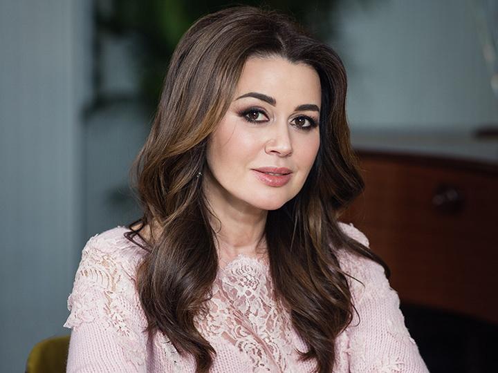 Семья Анастасии Заворотнюк прокомментировала сообщения СМИ о предкоматозном состоянии актрисы - ФОТО