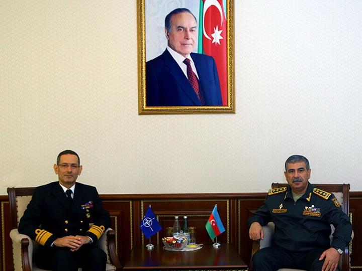 Закир Гасанов обсудил с контр-адмиралом НАТО вопросы оперативной подготовки - ФОТО