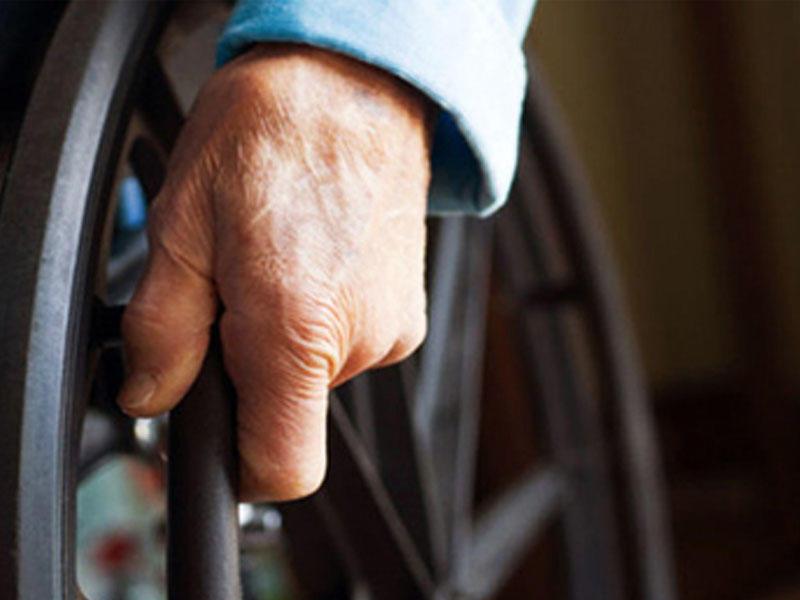 81 yaşlı qadın əlil arabasında 17 kilo kokain keçirməyə çalışdı