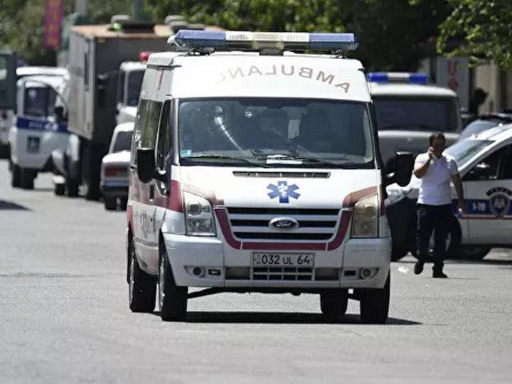 В Армении под завалами обрушившегося дома находятся люди