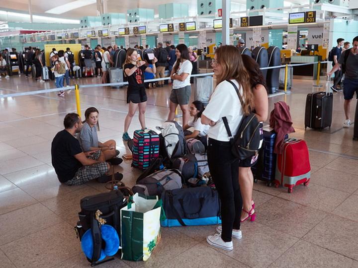В Барселоне отменены 42 рейса из-за забастовки сторонников независимости Каталонии